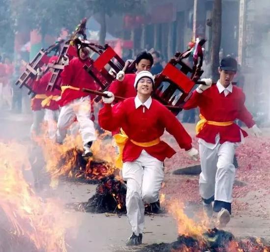 当你们的年快过完了 这座城市的春节才刚刚开始