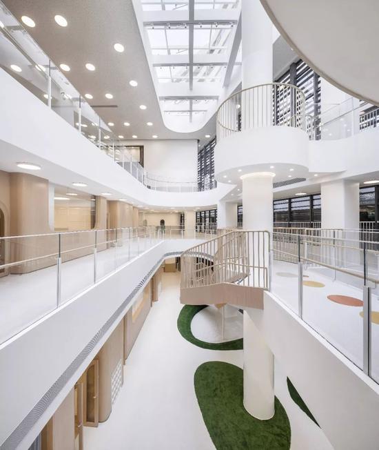 中国夫妇卖掉豪宅 只为创办一所幼儿园!