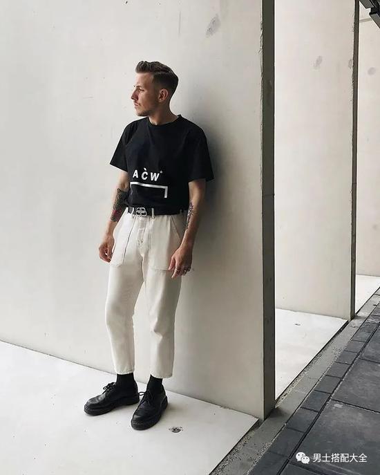 黑T与白T谁才是男人T恤中的百搭王者?