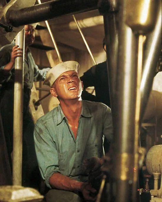 从海军到蓝领工人 夏天怎么能没一件Chambray衬衫?