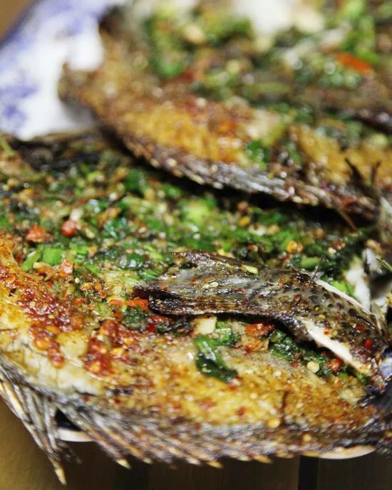 香茅草烤鱼。图/图虫·创意