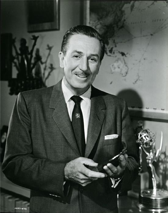 1931/1932年,华特·迪士尼,他创造了米老鼠。