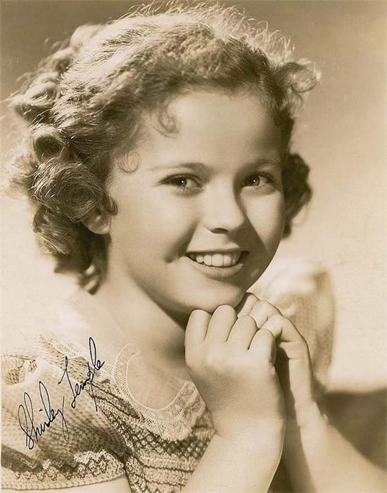 1934年,秀兰·邓波儿,为了表彰她在1934年对荧幕娱乐行业的杰出贡献。