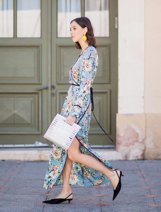 简简单单一条开衩连衣裙,就能让你在这个秋天也露出长腿,美出新高度~