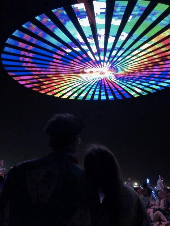像烟花一样形状的LED旋转盘