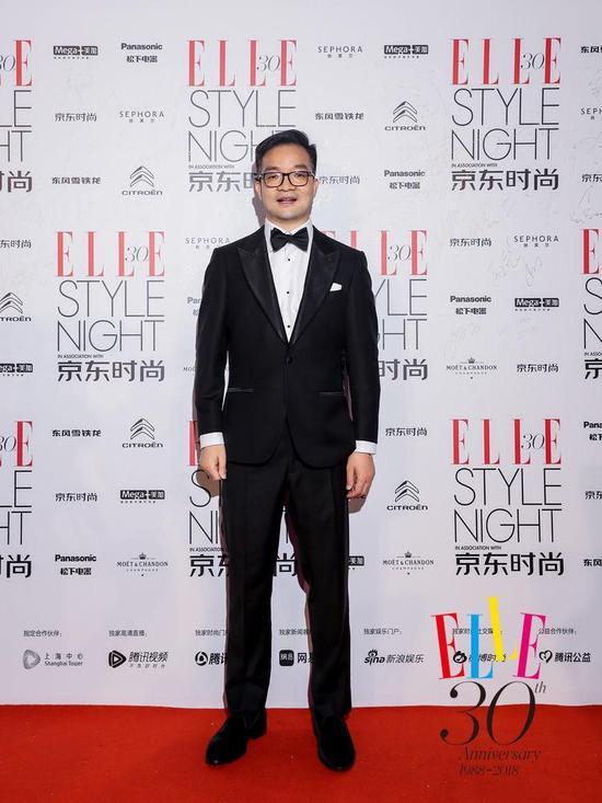京东集团高级副总裁、京东商城时尚生活事业群总裁胡胜利在红毯现场