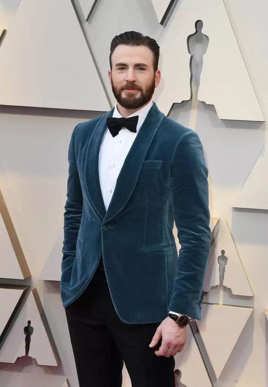 CHRIS EVANS 两种蓝色礼服款式上身对比