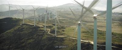 """片中出现两种不同时代的""""风车""""。"""