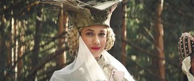 片中的女主角非常美艳,很可能与桑丘发生一段恋爱。