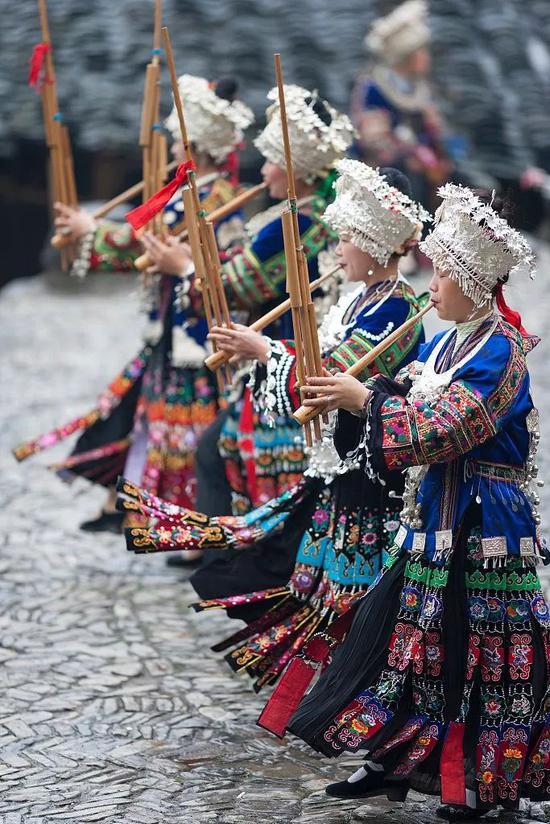 喝酒、跳舞、唱山歌。图/视觉中国
