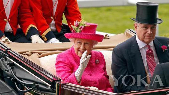 英女王伊丽莎白二世进入赛马场 图片来自Royal Ascot官网