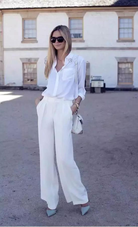 对于腿特粗的小仙女来说,A 型的阔腿裤会更适合你。