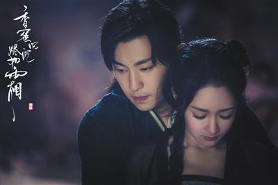 杨紫和邓伦演绎的又甜又虐的剧情牵动了不少观众的心。