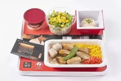 """与日本航空公司合作推出的""""飞机餐""""盐烤照烧鸡盖饭"""