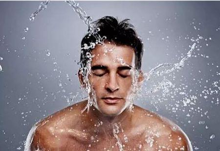 今天本格的这篇换季护肤指南,让你告别护肤误区轻松换季。