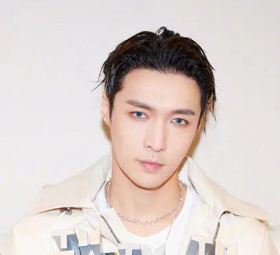 王一博又解锁了新妆发男明星在美容方面比女生还用力!