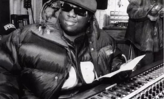 Notorious B.I.G. 等说唱歌手是美国羽绒服品牌 First Down 的忠实顾客