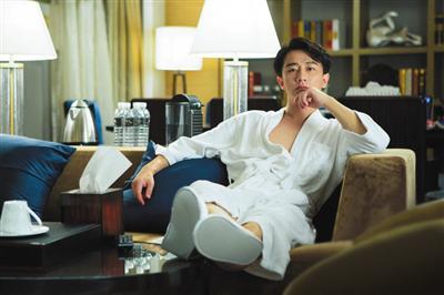 《亲爱的翻译官》,图中五星级酒店里的假书,也出现在了办公室里。