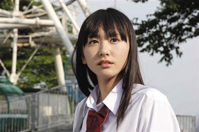 穿水手服的女子高中生是她的拿手角色。