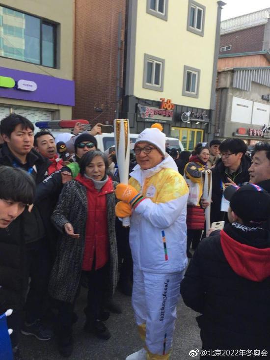 除了成龙,蔡俊涛也作为中国演员代表参加了在韩国的火炬接力。