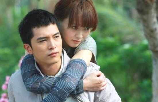 与邱泽恋爱时,唐嫣真的爱惨了这个男人。