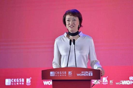 IBM大中华区副总裁、首席营销官周忆女士(长江商学院DBA学员)为论坛做主旨演讲
