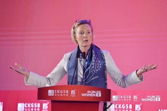 联合国妇女署亚太区妇女经济赋权政策顾问Asa Torkelsson 博士代表联合国妇女署为论坛致欢迎辞