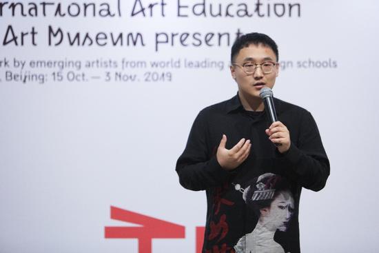 SIA国际艺术教育创始人兼CEO刘子阳发表演讲