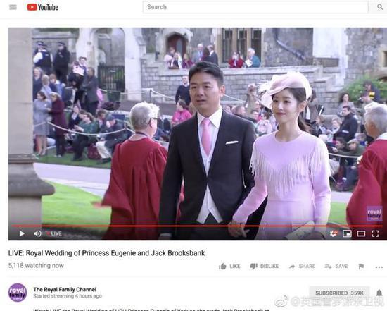 刘强东章泽天出现在电视直播画面中