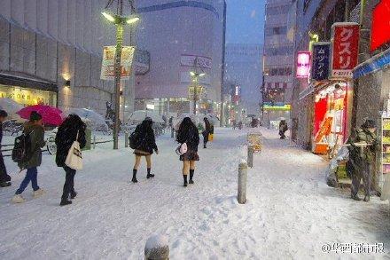 日本妹子光腿短裙闖雪天 僅僅是為了吸引男人注意?