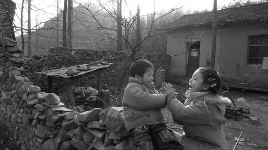 留守兒童與母分離 傷心一幕令人心酸