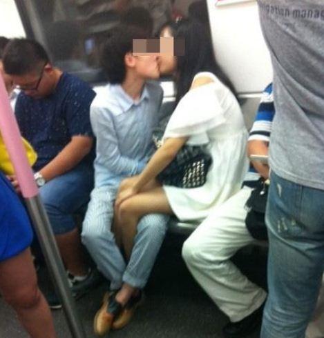 情侶地鐵吻7站路 小朋友們看了都十分尷尬