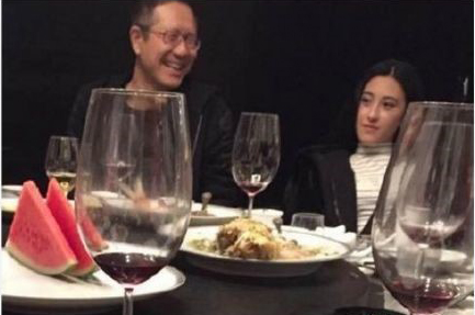 网红朱圣祎和赵丽颖同框 到底谁的颜值更胜一筹?