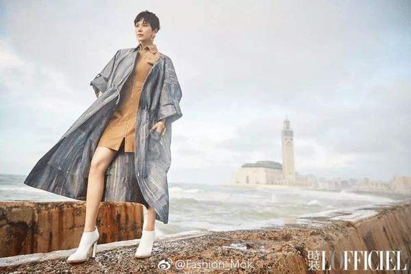 演员海清首登时尚大刊 女性魅力吸人眼球