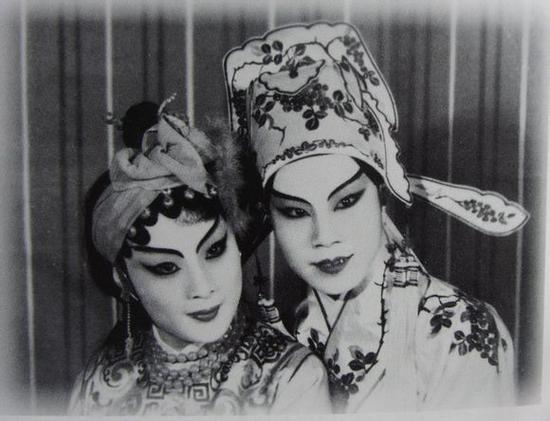 1944年9月,徐玉兰、傅全香在美华大戏院演出《黄金与美人》