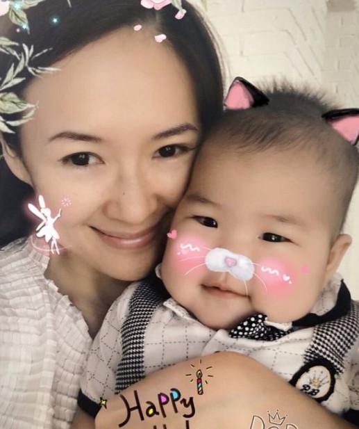章子怡与女儿(资料图)