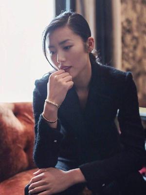 大表姐刘雯酒店拍摄大片 棱角明显英气十足