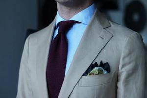 型男搭配一件西装上衣,怎样才算合身?