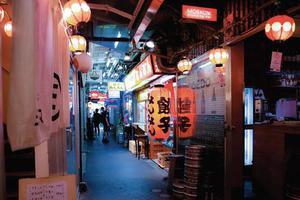 东京这条地铁线 每站都是文化宝库