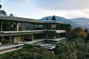 日本豪宅设计原来这么创意又低调 地下还有球场