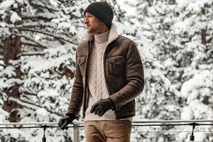 冬天不想穿羽绒服?这3款单品保暖又时尚