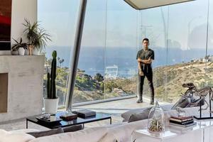 25岁就靠自己拥有了海边豪宅 他的人生让人羡慕