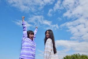 木村拓哉为俩女儿拍美照 心美光希穿姐妹装很亲密