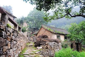 """被称""""中国最危险的村庄"""" 坐落在悬崖上风景绝美"""
