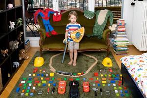 记录58个国家孩子们的玩具宝藏收藏