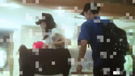 娄艺潇恋情喝醉后与一蓝衣男子前往酒店