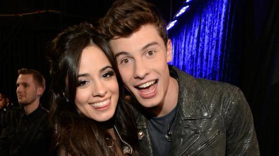 肖恩门德(Shawn Mendes)和卡米拉(Camila Cabello)