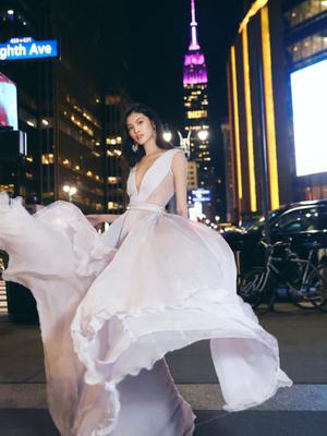 何穗维密晚宴后纽约街头拍美照
