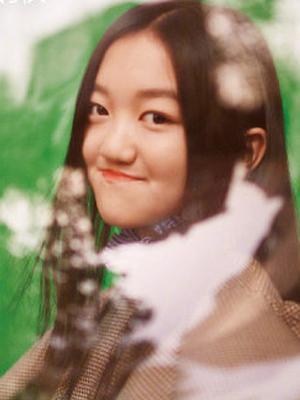 12岁的李嫣首度登杂志封面