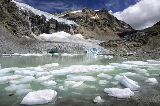 双语热点:气候变化正在改变地球的自转轴?科学家:地球自转变得更慢了
